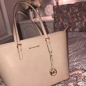 Micheal Kors purse